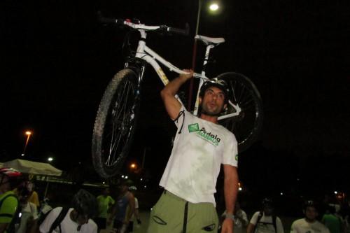 Veja as fotos em Manaus da Bicicletada Nacional de LUTO pela morte de ciclistas